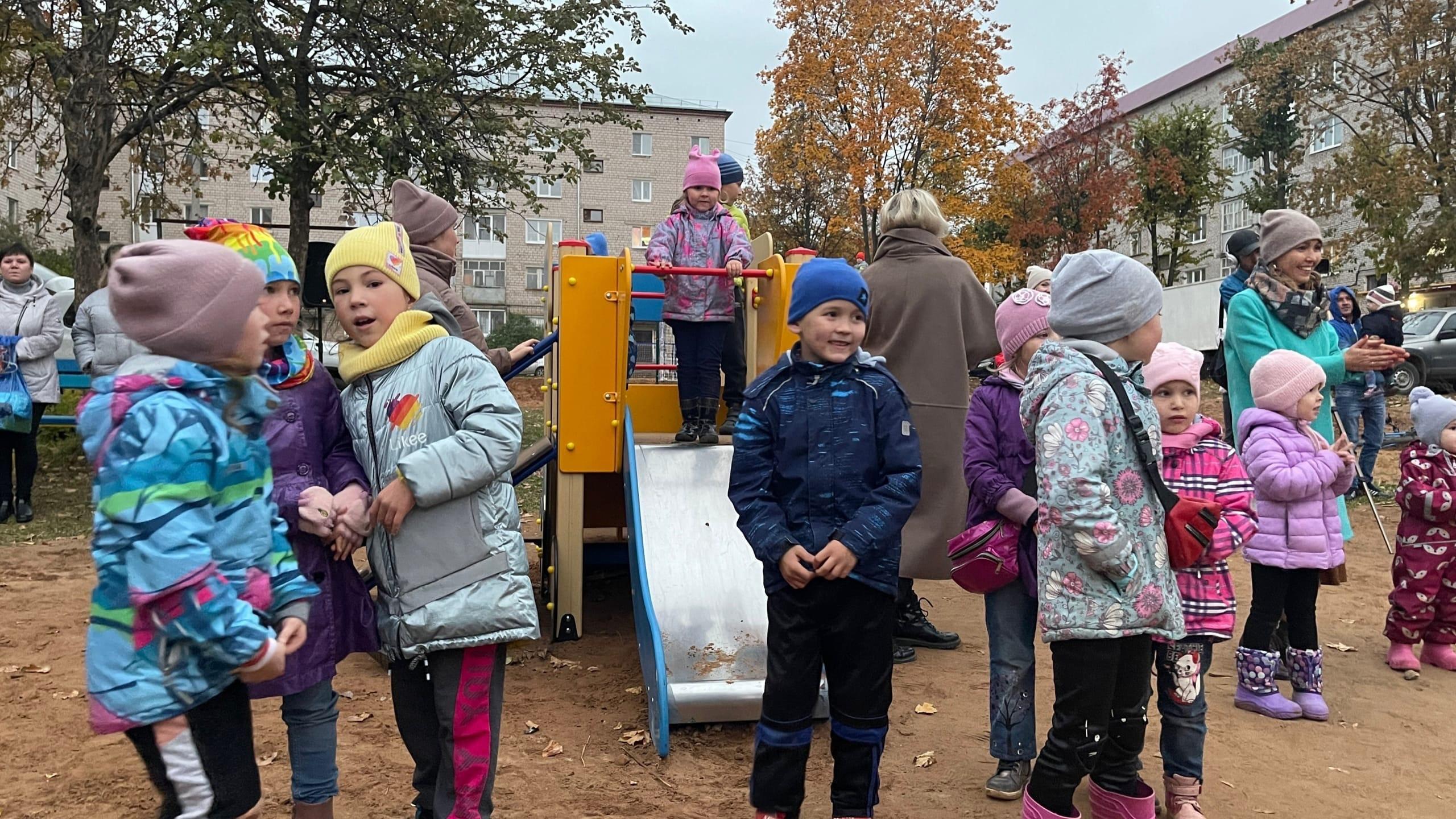 Вчера отпраздновали открытие ещё одной детской площадкиНа