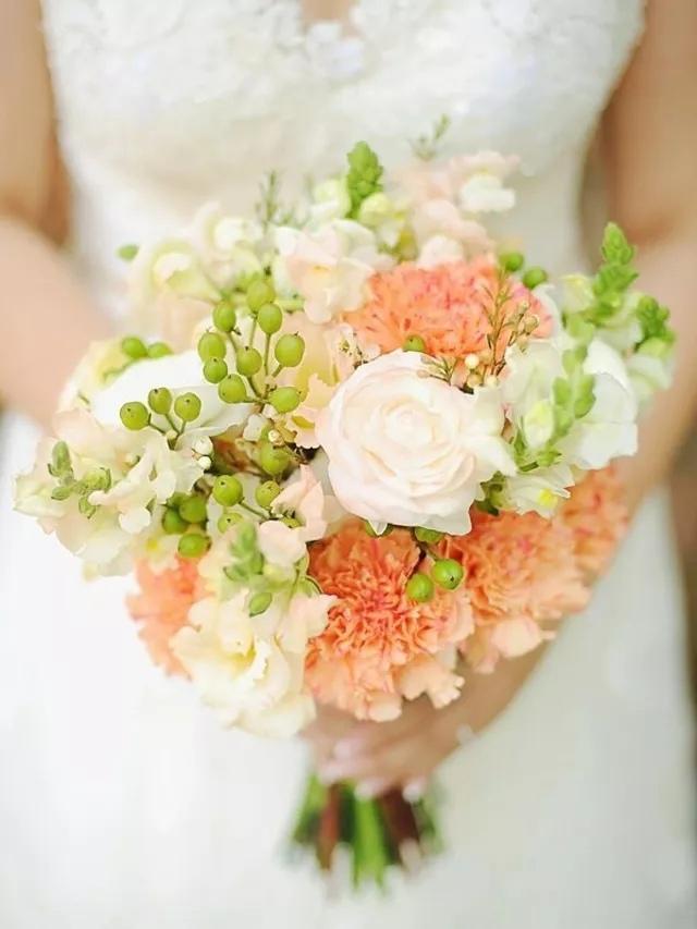 gS8Uk9QvVB0 - Свадебные букеты с гвоздиками - фото