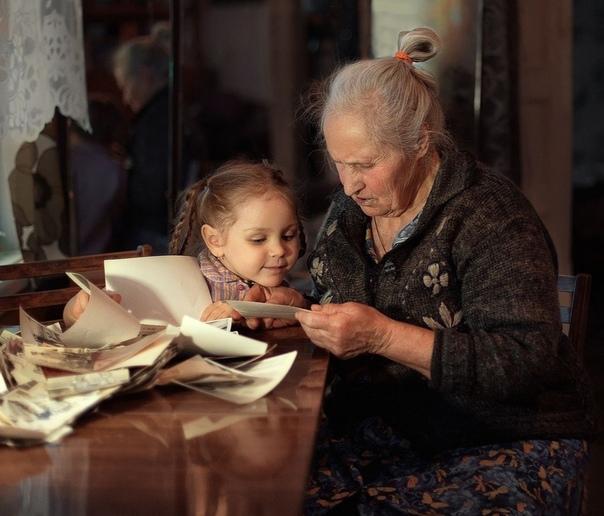 Бабушка и школа Мама продала меня цыганам. Ну как продала. Нас было семеро, я старшая. Она мне и говорит: хочешь с ними идти Может, кормить будут. Ну я и пошла. Но мне с ними не понравилось, я