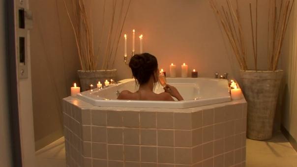 romantic bathtub hair fire - 960×540