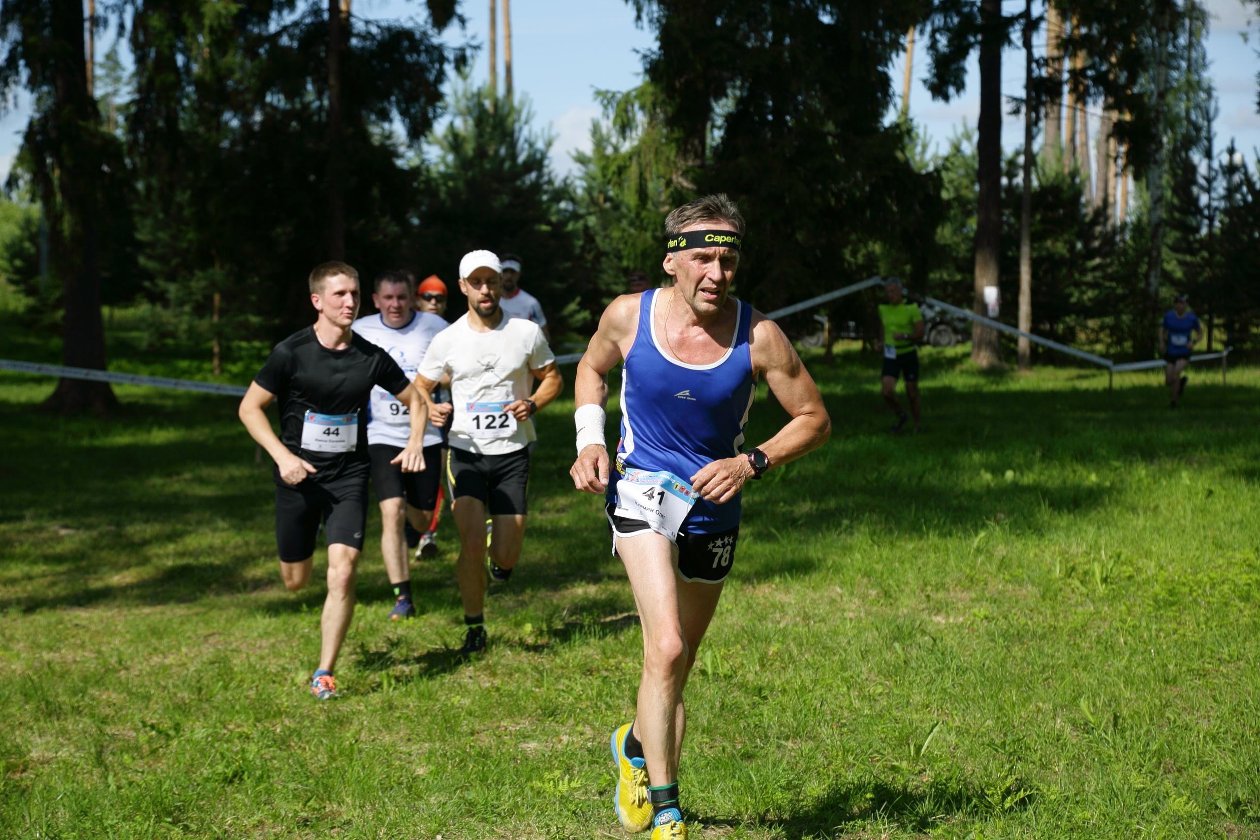 Фото участников Дёминского кросс-кантри бегового полумарафона 2019. На дистанции 21 км