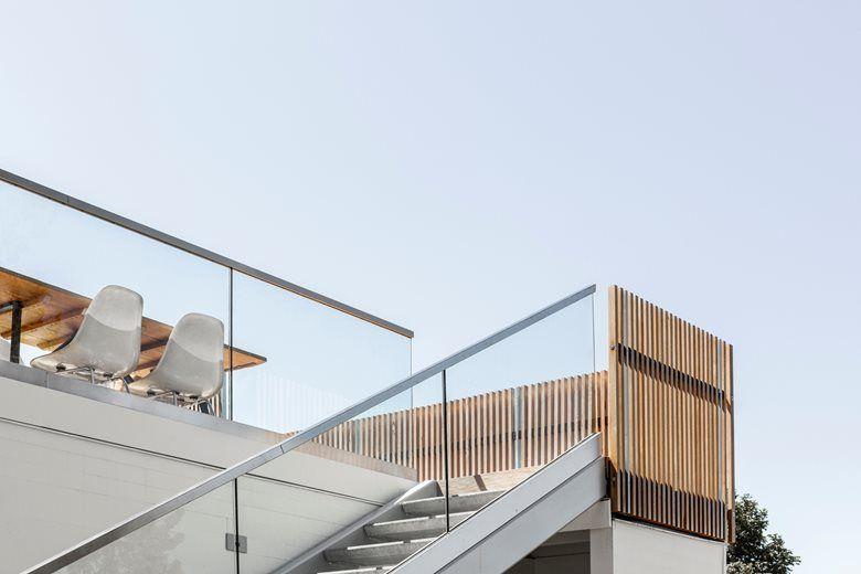 Midcentury Modern opens up to indoor outdoor living on Mercer Island