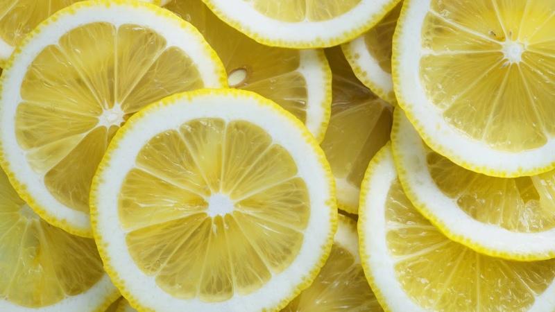 Картинка фрукты Круглые желтые кусочки лимона Imatge de fruita Rodes de llimona grogues rodones